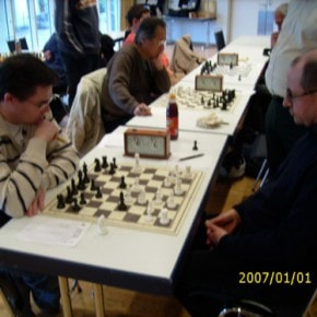 Schachfreunde Frankfurt 1921 e.V. Schach lernen, Schach trainieren, Schachspielen3te_mannschaft_runde_4_041212_2 Runde IV: Brett vor'm Kopp Ffm III – Sfr. Frankfurt III