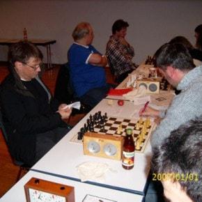 Schachfreunde Frankfurt 1921 e.V. Schach lernen, Schach trainieren, Schachspielen3te_mannschaft_runde_4_041212_4 Runde IV: Brett vor'm Kopp Ffm III – Sfr. Frankfurt III