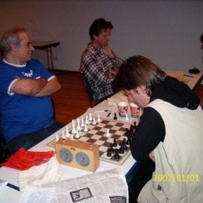 Schachfreunde Frankfurt 1921 e.V. Schach lernen, Schach trainieren, Schachspielen3te_mannschaft_runde_4_041212_5 Runde IV: Brett vor'm Kopp Ffm III – Sfr. Frankfurt III